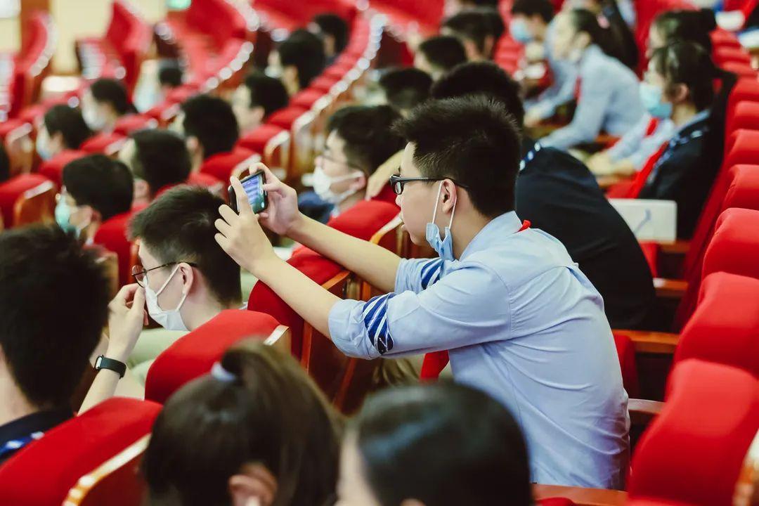 毕业季 | 骊歌唱响,共盼未来——上海民办位育中学2020届初中毕业典礼暨退队仪式图片_70368744177663