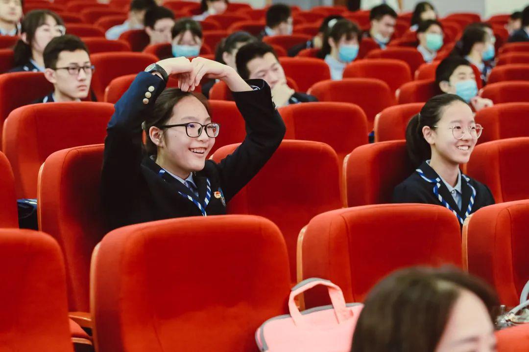 毕业季 | 骊歌唱响,共盼未来——上海民办位育中学2020届初中毕业典礼暨退队仪式图片_35184372088831