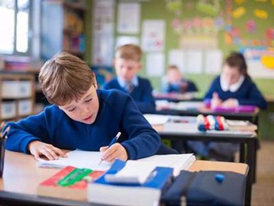 2021英国中学GCSE考生参加外部考试  面临强制性评估?同学们该如何应对