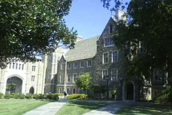 美国杜克大学本科录取条件有哪些  想申这所南方哈佛GPA的要求很高哦内容图片_1